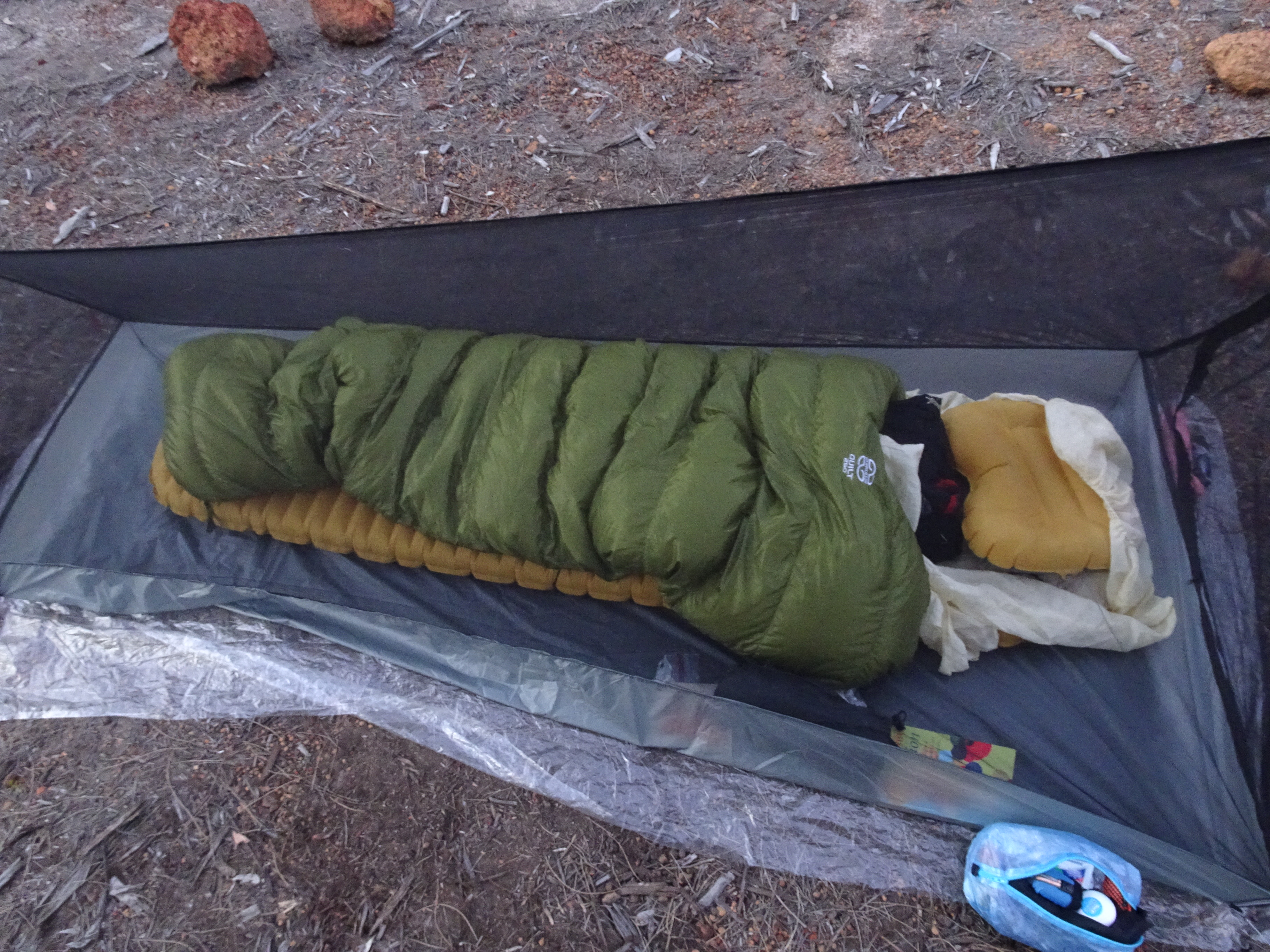 The Cumulus Quilt 250 and my very lightweight sleeping-shelter system. The quilt performs well and I can recommend it with no doubt.