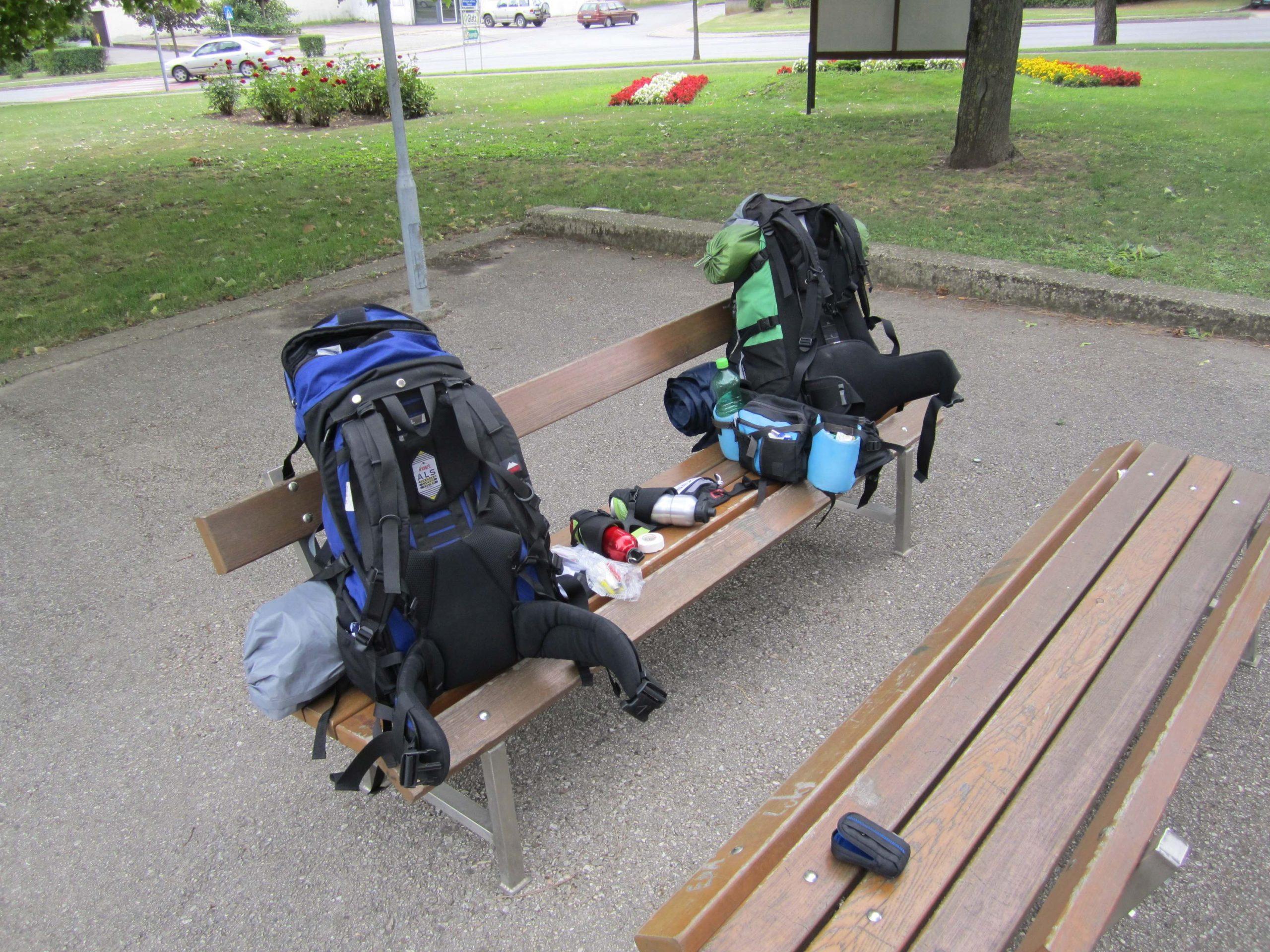 Meine erste Weitwanderung - Die Ausrüstung im Rucksack. Geborgt, zu schwer und klobig, nicht ideal.